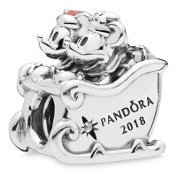 Disneyland Paris exclusive 2018 Mickey and Minnie Christmas Pandora charm