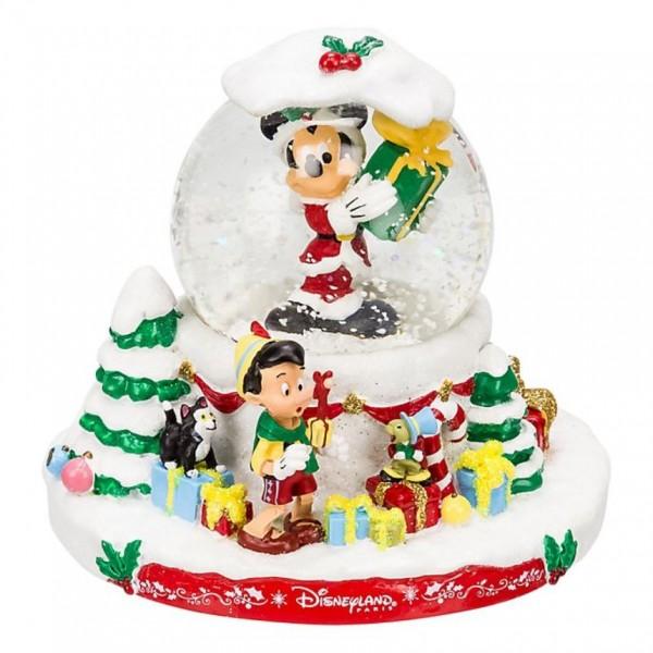 Disney Christmas Snow Globes.Disney Characters Christmas Snow Globe
