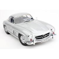 1:12 Mercedes-Benz 300 SL Gullwing Diecast Model (Dealer Box)
