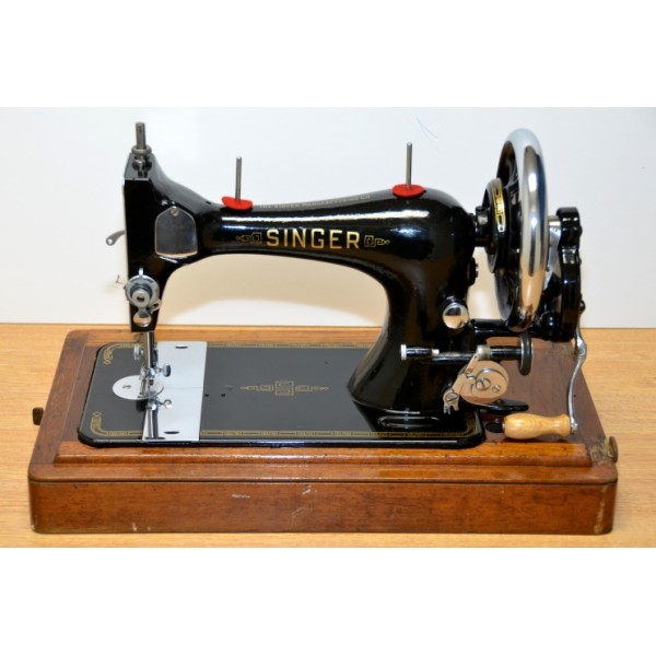 Vintage Singer Sewing Machine - Model 28K (hand crank & coffin lid)