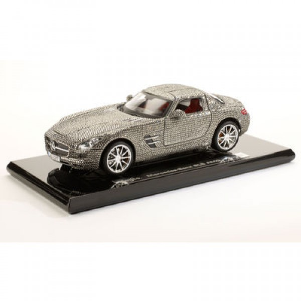 1:18 Maisto Crystal Mercedes Benz SLS Gullwing (Original Mercedes-Benz box)